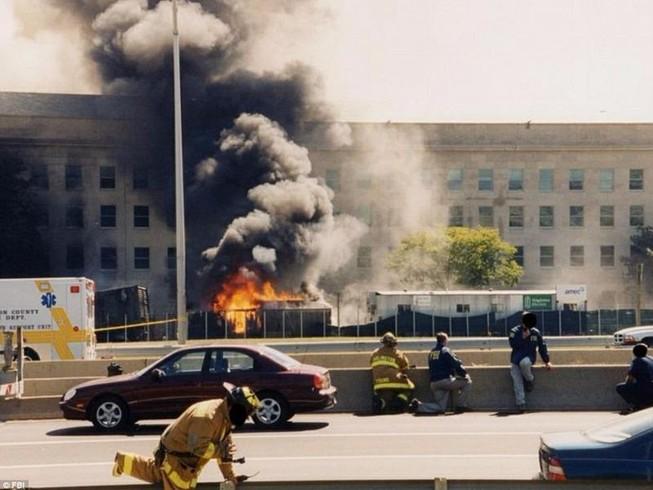Ảnh Lầu Năm Góc tan hoang sau vụ khủng bố 11-9