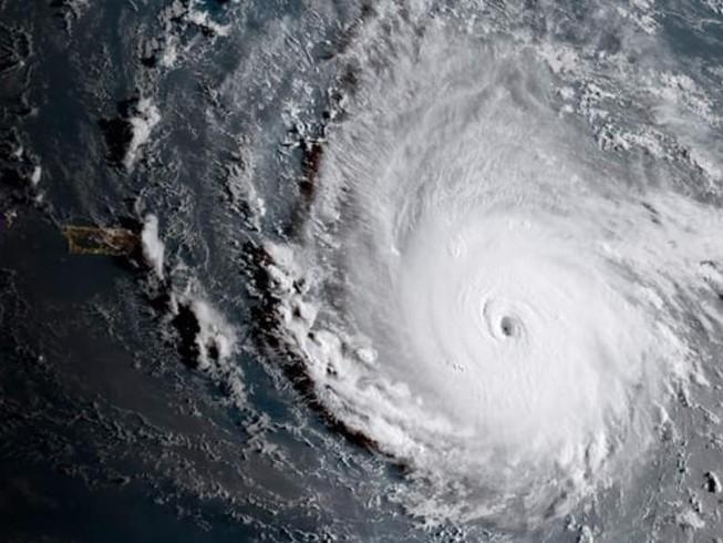 Siêu bão lịch sử Đại Tây Dương tiến về nước Mỹ