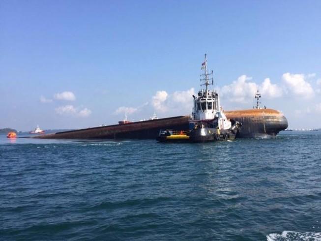 Tai nạn tàu hàng trên biển Singapore, 5 người mất tích