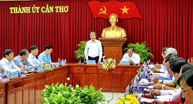 Thường trực Ban Bí thư Đinh Thế Huynh làm việc với Thành ủy Cần Thơ