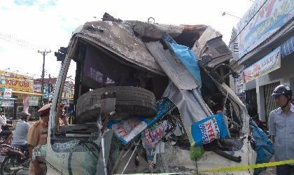 xe  khách gây tai nạn