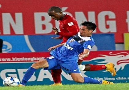 Vòng 24 V-League: Thủ môn sai lầm, Than Quảng Ninh ôm hận