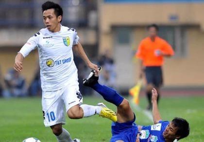 Văn Quyết ghi bàn thắng quý như vàng cho Hà Nội T&T