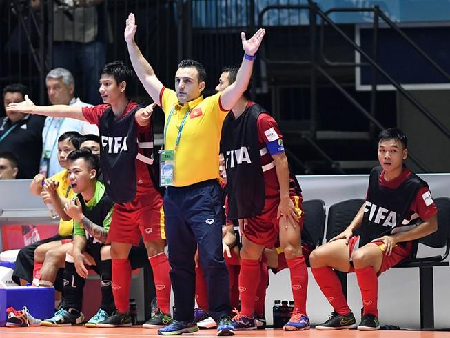 HLV Bruno gửi tâm thư 'hẹn gặp lại' Futsal Việt Nam
