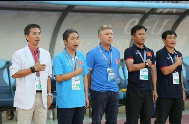 HLV Hoàng Anh Tuấn thay 2 trợ lý