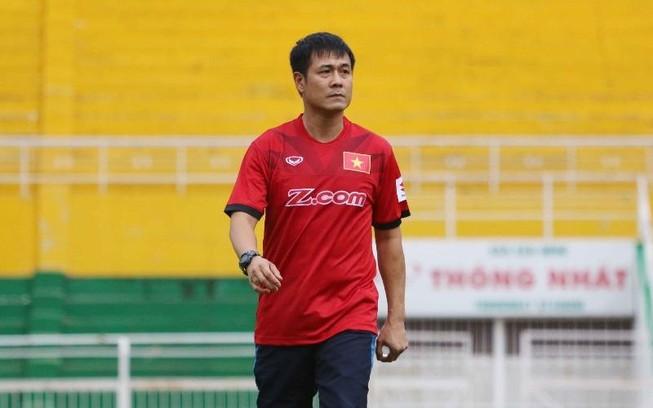 HLV Hữu Thắng loại 5 cầu thủ trước khi dự AFF Cup