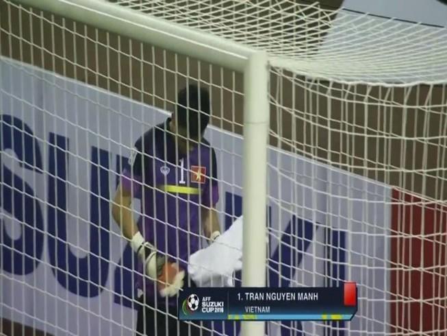 VFF trả tiền thẻ đỏ cho thủ môn Nguyên Mạnh