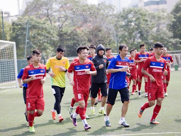 """Đội tuyển Việt Nam thả lỏng trước giờ """"hành xác"""""""