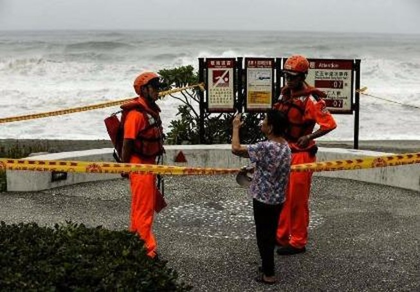 Siêu bão Nepartak khiến giao thông cả Đài Loan tê liệt