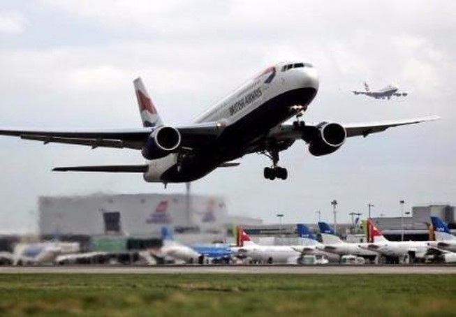 Bay gần 5.000 km, máy bay phải quay đầu trở về