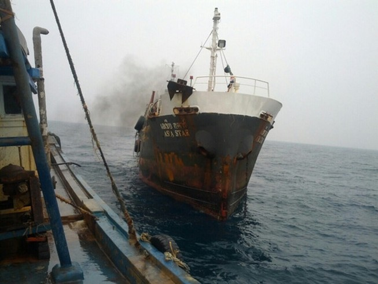 Cảnh sát biển bắt tàu Thái Lan bán dầu trái phép