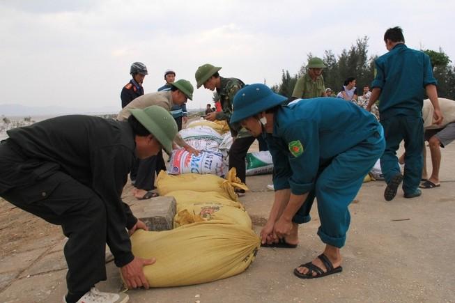 Huy động 70.000 cán bộ, chiến sĩ khẩn trương ứng phó với bão Mujigae