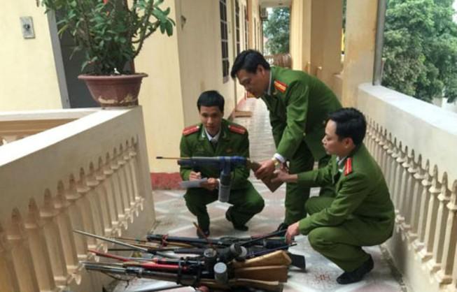 Vận động người dân giao nộp 75 khẩu súng tự chế