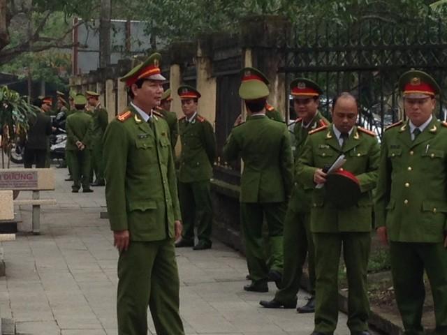 Sầm Sơn: Bí thư Tỉnh ủy đối thoại với ngư dân, an ninh siết chặt
