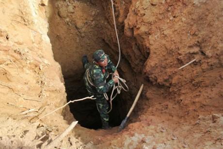 Hàng trăm người giải cứu 3 phu vàng dưới hang sâu 400 m