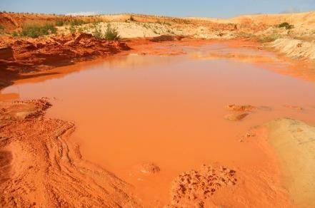 Bộ trưởng Trần Hồng Hà: Yêu cầu làm rõ vụ vỡ hồ chứa bùn đỏ ở Bình Thuận