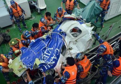 Khẩn trương phân tích dữ liệu, xác định nguyên nhân gây tai nạn máy bay