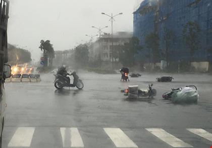 Bão số 1 giật cấp 13, gây mưa dữ dội trên nhiều tỉnh, thành