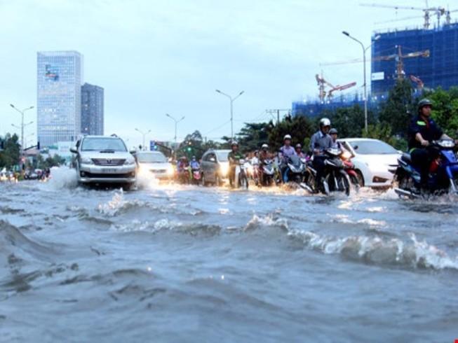 Hà Nội đón gió mùa, TP.HCM tiếp tục mưa lớn