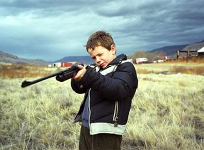 Nghịch súng kíp, bé 10 tuổi bắn bạn tử vong
