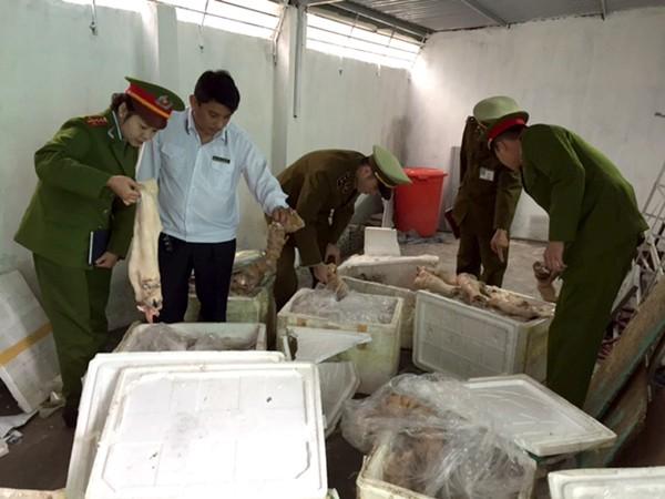 500 kg thịt mèo lậu trên xe khách xuyên Việt