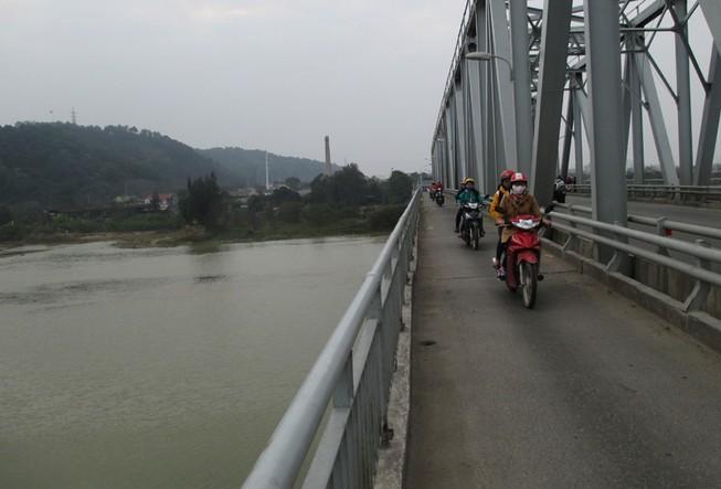 Phát hiện thi thể học sinh lớp 9 trên sông Lam