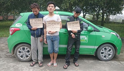 Tạm giữ 3 kẻ dùng dao khống chế tài xế taxi