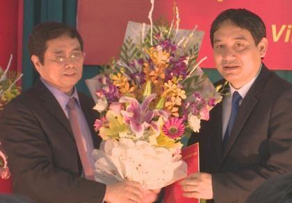 Ông Nguyễn Đắc Vinh giữ chức Bí thư Tỉnh ủy Nghệ An