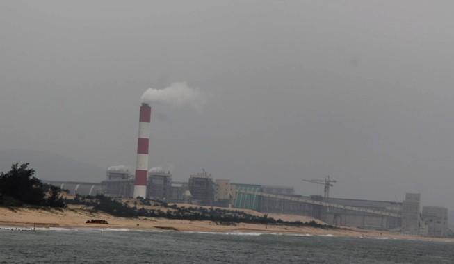 Dân lại kêu có dòng nước 'lạ' ở biển Vũng Áng gần Formosa