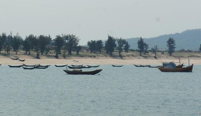 Hàng chục tấn gạo đã đến tay ngư dân Hà Tĩnh