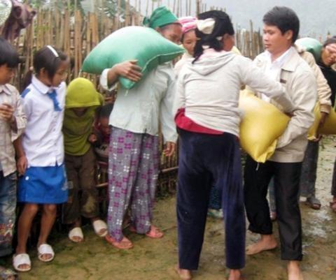 Cấp hơn 2.500 tấn cứu đói giáp hạt người dân Nghệ An