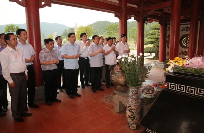 Phó Thủ tướng Vương Đình Huệ khảo sát dự án cảng biển ở Nghệ An