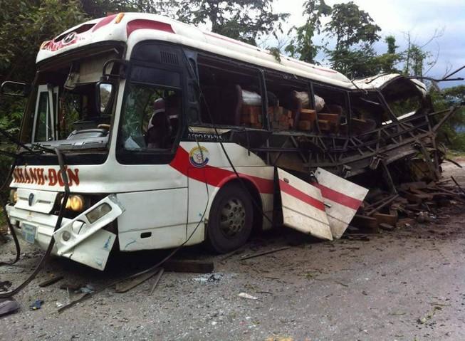 Nhà xe đang chở quan tài qua Lào đưa nạn nhân về Nghệ An