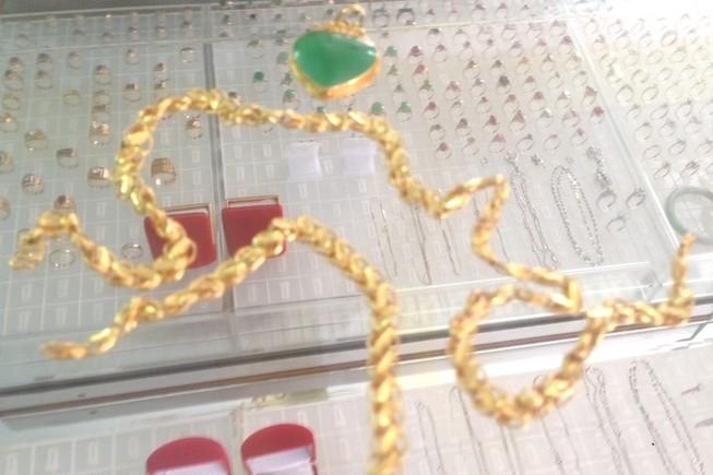 Bị bắt khi mang vàng cướp được đi bán