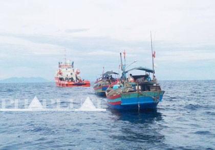 Hơn 1.000 ngư dân trên 135 tàu đánh cá ra khơi tìm kiếm Thượng tá Khải
