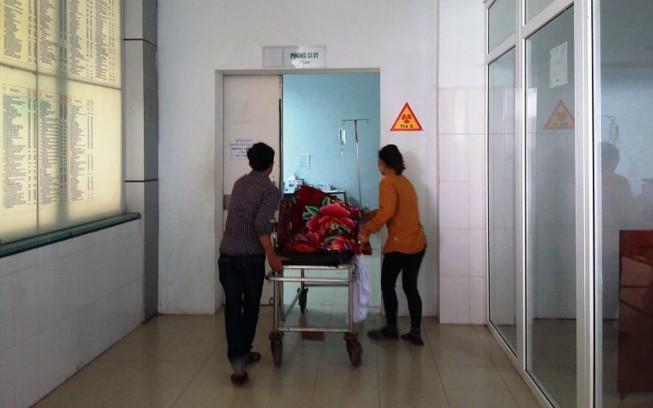 Yêu cầu kiểm điểm cá nhân và bệnh viện mổ tay trái rút đinh... tay phải