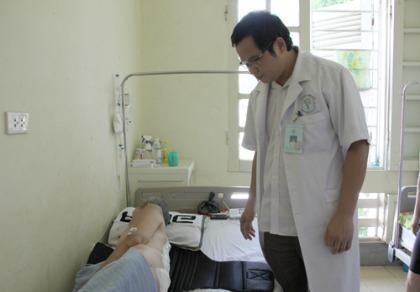 Kỳ lạ người đàn ông 'mọc' khối u 4 kg sau người