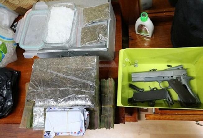 Lắp camera, trang bị súng để bán ma túy