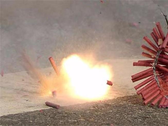 Bé 8 tuổi bị mất ngón tay vì tự ý chế tạo pháo