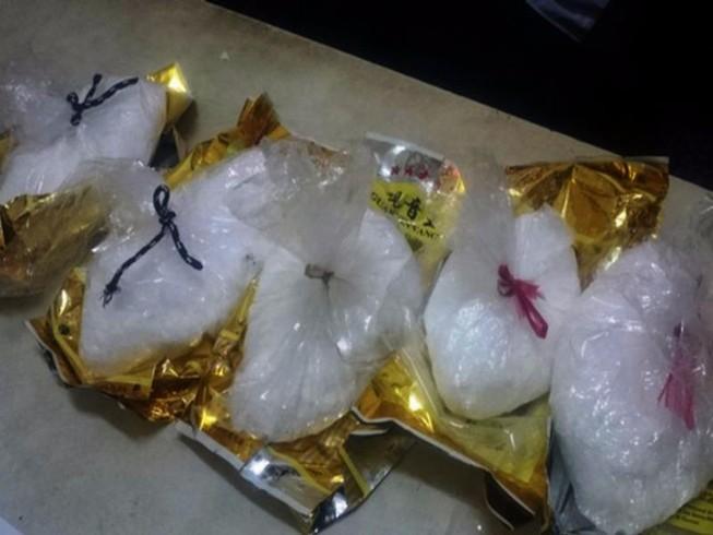 Phát hiện gần 5 kg ma túy đá chứa trong 5 bịch trà tết
