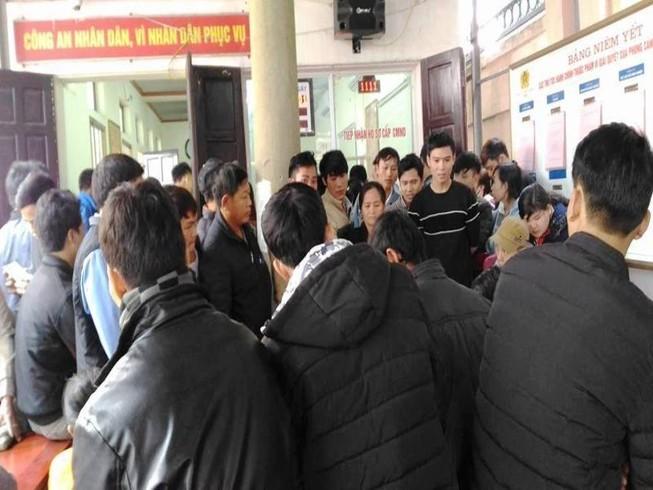 Đầu năm, người dân Nghệ An đổ xô đi làm CMND
