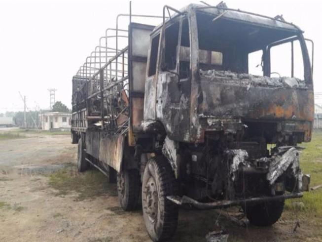 Xe tải cháy rụi trên quốc lộ 1A