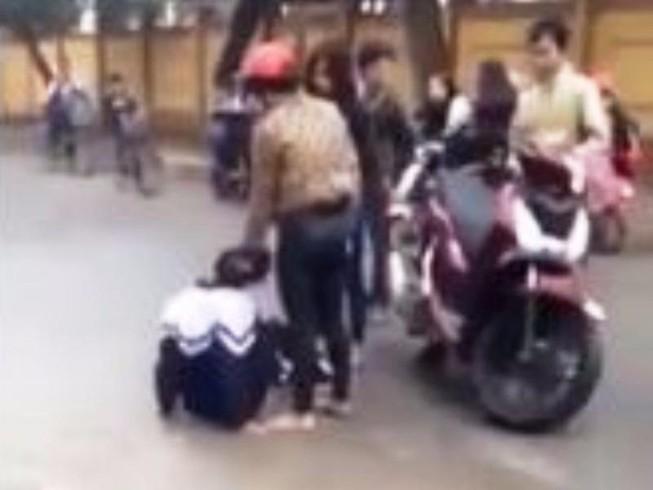 Phụ nữ đi xe SH đánh, nhục mạ nữ sinh lớp 10 khai gì?