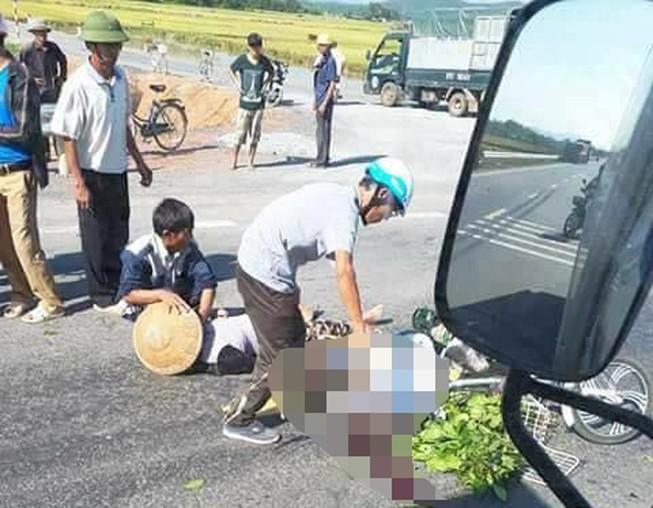 Đi chợ về, 2 vợ chồng bị xe tải tông tử vong