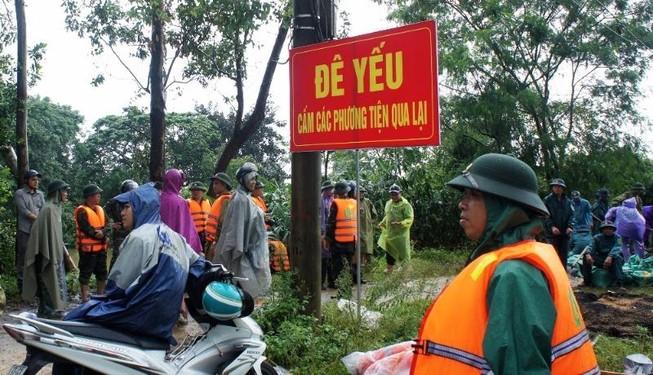 Nguy cơ vỡ đê ở TP Vinh, người dân nơm nớp lo sợ