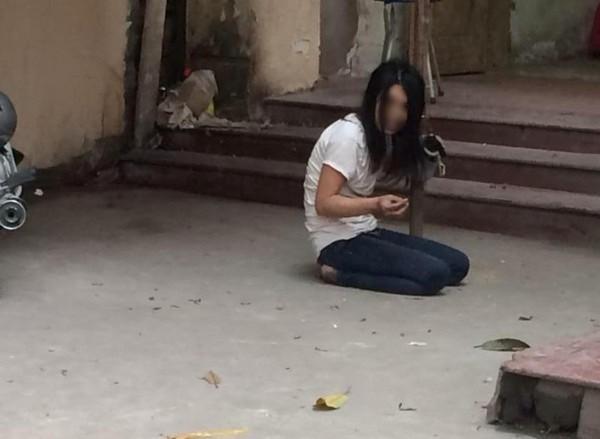 Hoảng loạn vì thiếu nữ cầm kim tiêm đâm loạn xạ giữa chợ