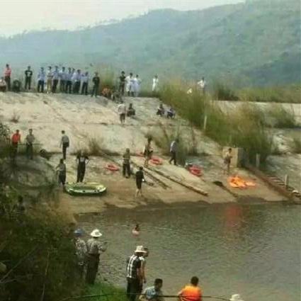 Em bé ngã xuống hồ, 6 người thân nhảy xuống cứu nhưng đều thiệt mạng
