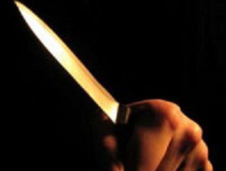 Dùng dao khống chế chủ nhà, cướp tài sản
