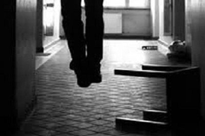 Chồng treo cổ tự tử vì nghi vợ ngoại tình