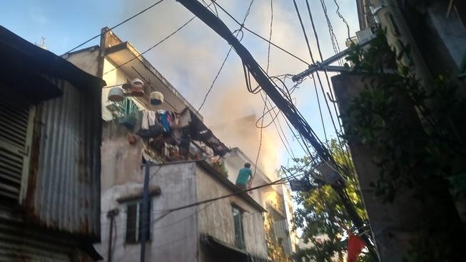 Cháy lớn tại căn nhà hai tầng trên đường Hoàng Sa